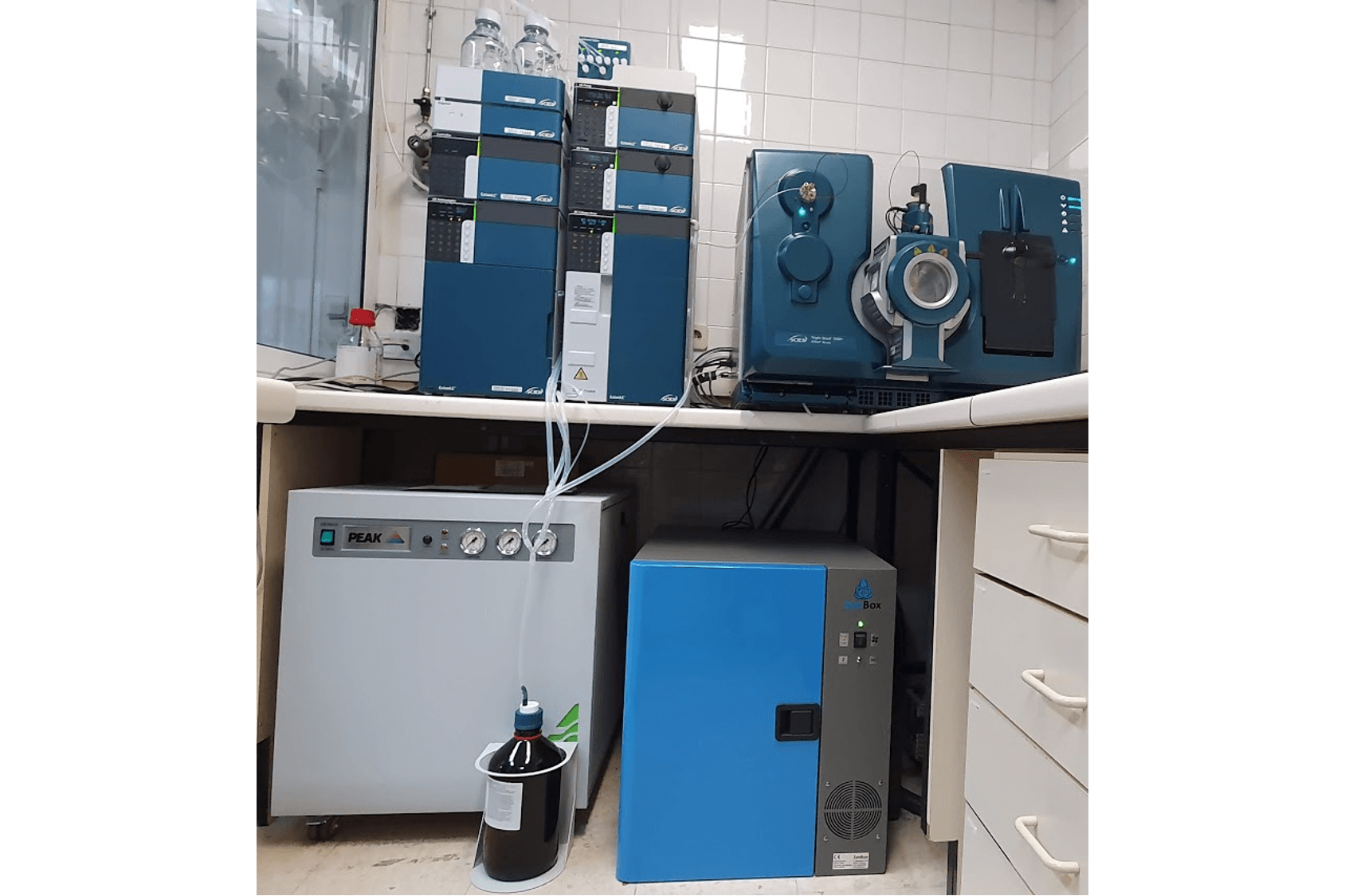 noise reduction enclosure for one agilent ms40+ vane rotary pump