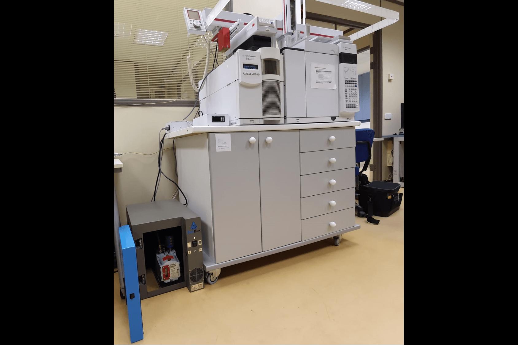 noise reduction enclosure for one pfeiffer duo 2.5 rotary vane vacuum pump